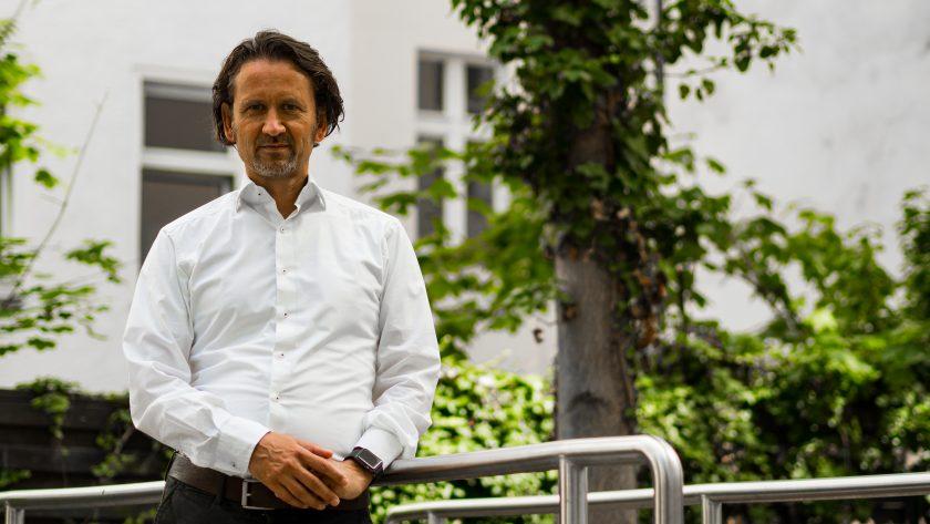 """Gian Casanova: """"Kfz-Versicherung ist Spitzenreiter bei Digitalbereitschaft"""""""