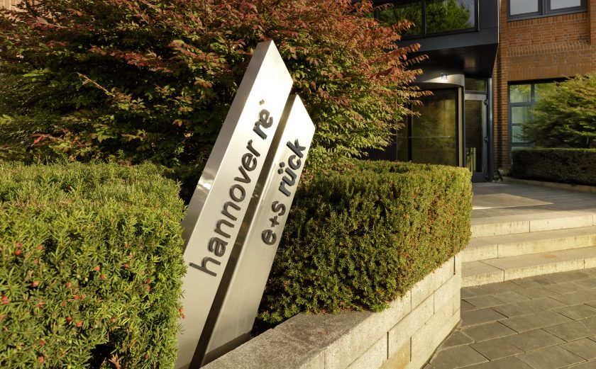 Hannover Rück legt 220 Mio. Euro für Corona-Folgen zurück