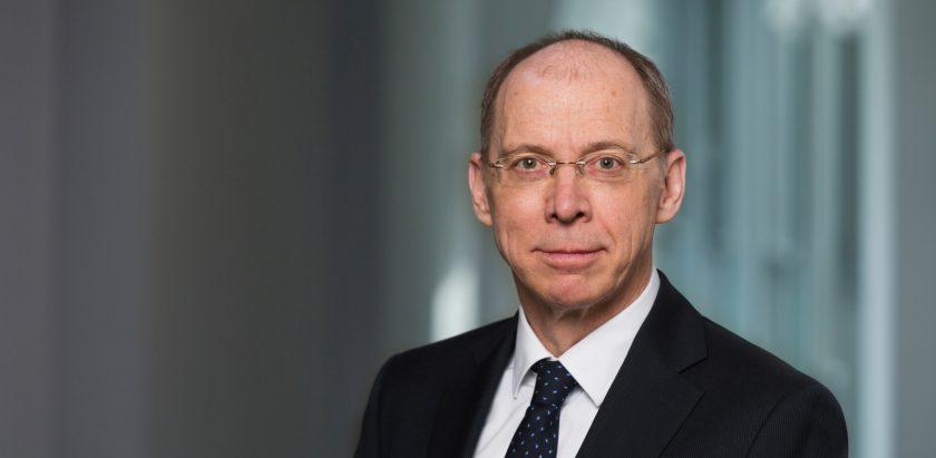 Frank Grund senkt den Daumen über Sanierungsplan der Steuerberater-Versicherung