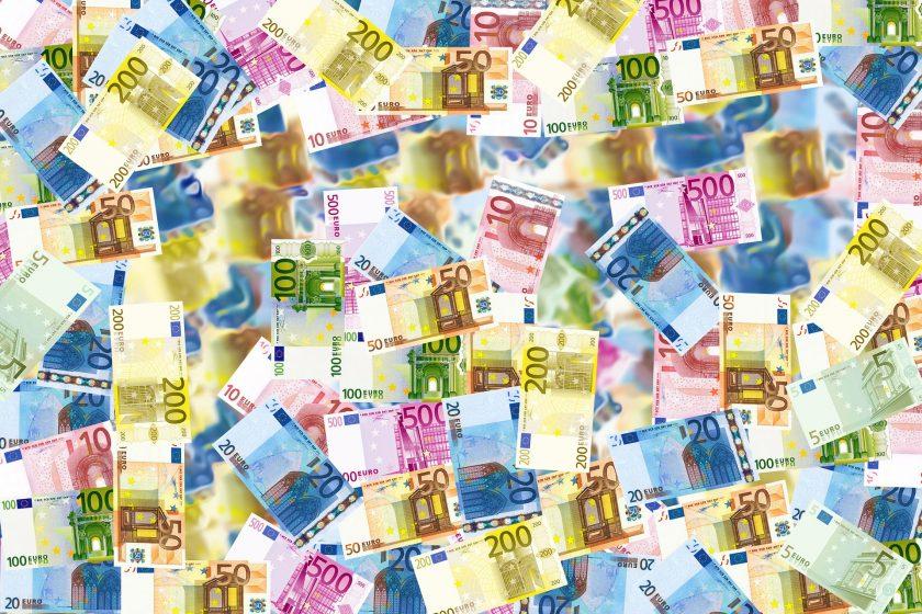Deutsche werden immer reicher, GKV wird teurer