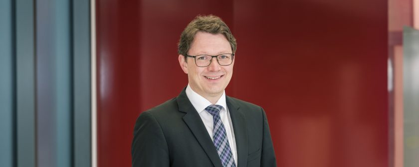 Dhpg holt Versicherungsexperten Bernhardt
