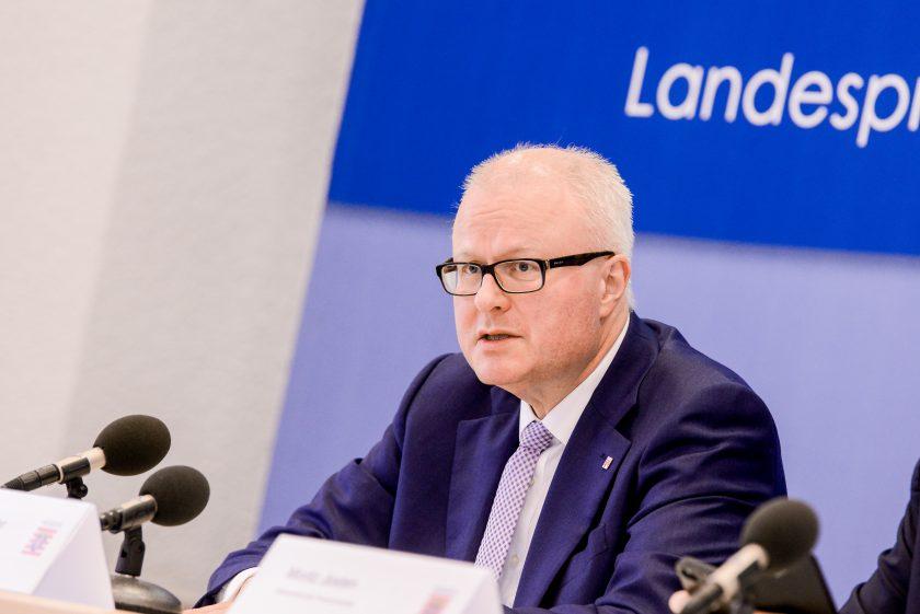 Ministerschelte für Riester-Rente: Finanzminister Hessens fordert Alternative