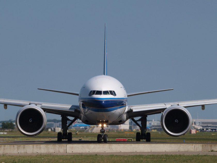 Zwei Flugzeuge stoßen in FFM zusammen – Brückeneinsturz in Frankreich