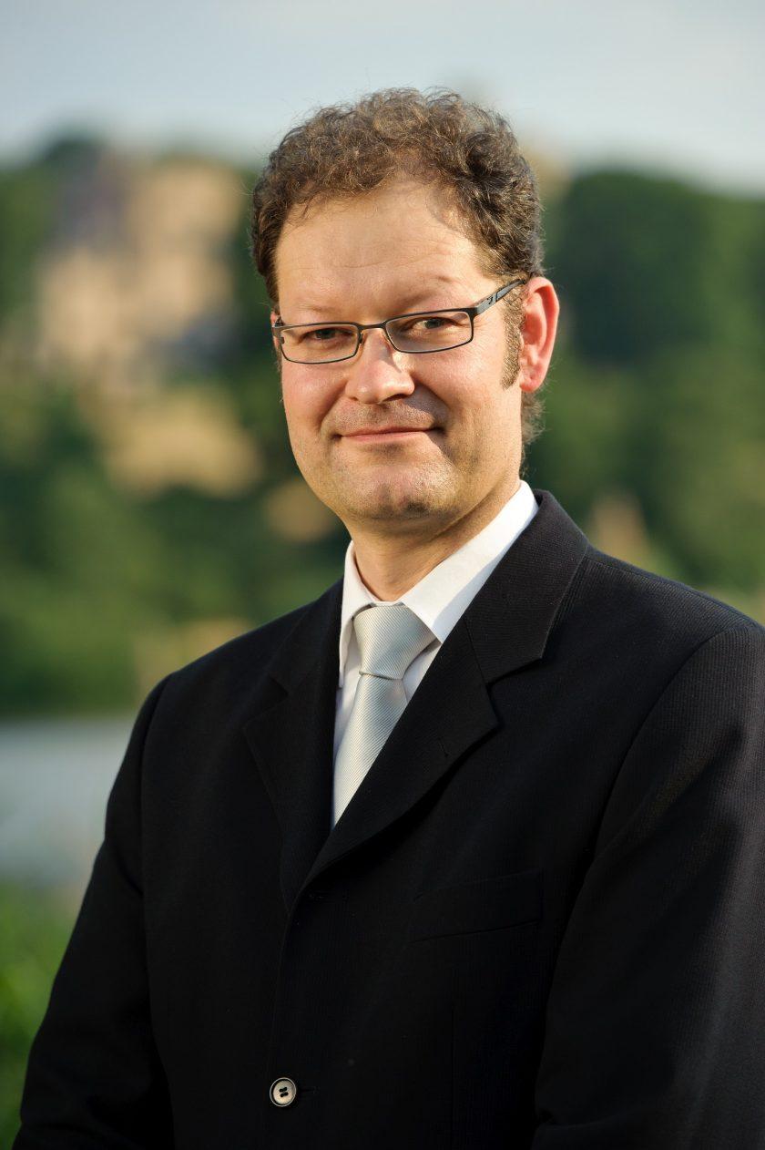 """""""Modernisiert den Vertrieb"""" – Digitalisierungsexperte verzweifelt an den Versicherern"""