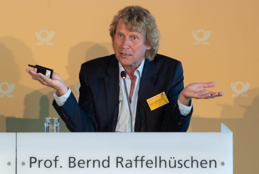 """Rentenexperte Raffelhüschen kauft Aktien """"nach Alphabet"""""""