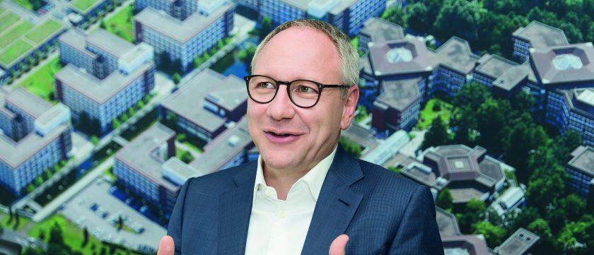 Axa-Chef Vollert erklärt, wie Versicherungen einfacher werden
