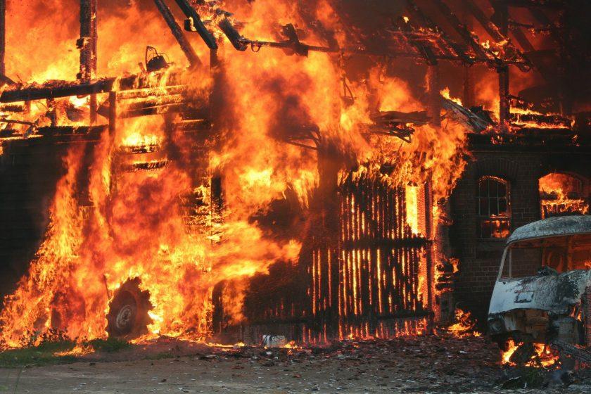 Versicherer bietet 30.000 für Hinweise nach Hallenbrand