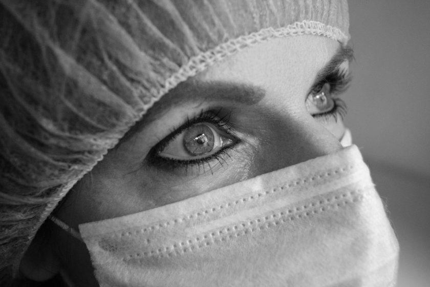 Versicherungskauffrau mit Corona-Symptomen klagt über mangelnde Hilfe