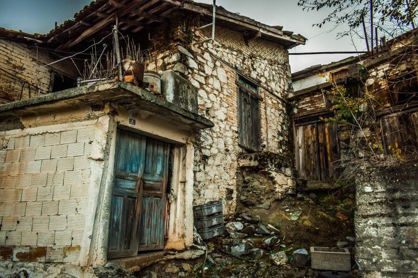 """Wohngebäudeversicherer müssen auch bei """"Baufälligkeit"""" Sturmschäden begleichen"""