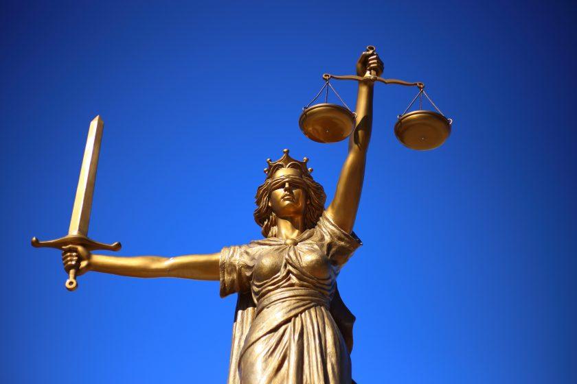Bucheinsicht: Ex-Vertreterin bringt Allianz vor Gericht in Bedrängnis