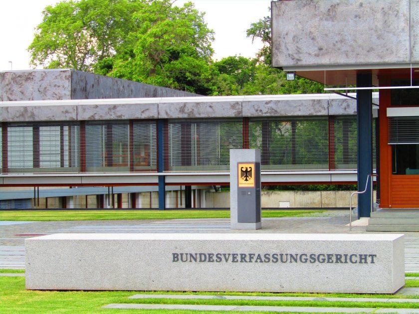 Hartes Urteil aus Karlsruhe: Bundesverfassungsgericht belastet Arbeitgeber mit deutlichen Mehrkosten für die Betriebsrente