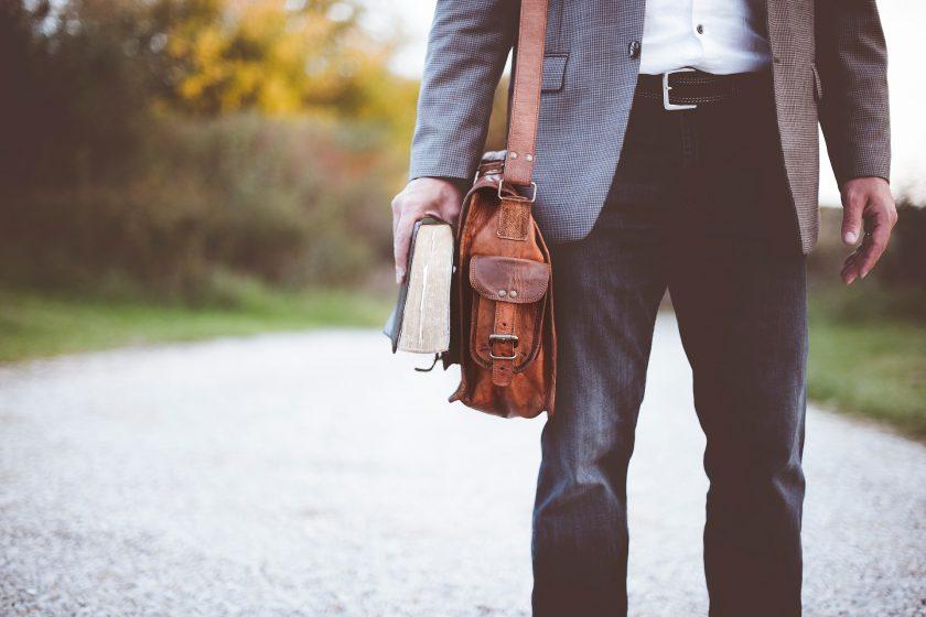 Zurich erlaubt Jeans im Büro: Wie Versicherer sich vom alten Dresscode verabschieden