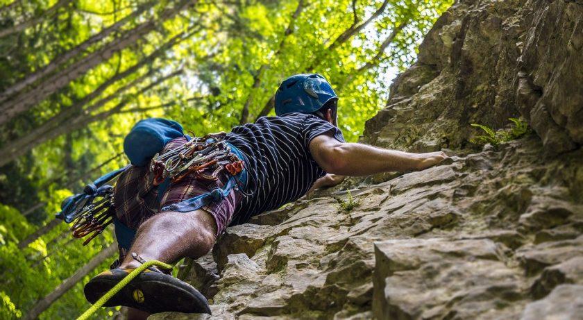 Versicherer aufgepasst: Kletternder Sachverständiger voraus