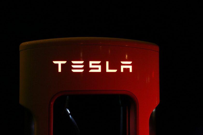 Tesla gründet Versicherungsmakler in China