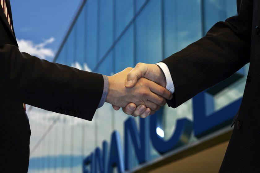 Hiscox luchst Hamilton Re ehemaligen CEO ab