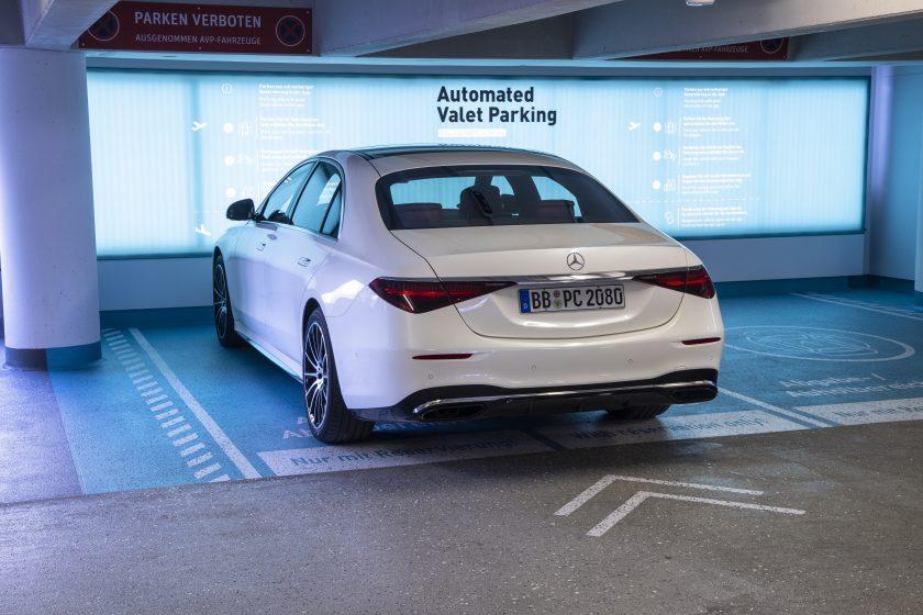 Daimler und Swiss Re gründen Autoversicherungsvermittler