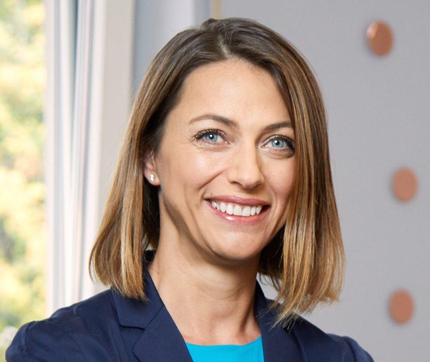Andreea Prange steigt in die Geschäftsleitung der Axa Schweiz auf