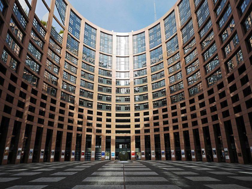 """EU-Parlament stuft Einsatz von KI bei Versicherern als """"hochriskant"""" sein"""