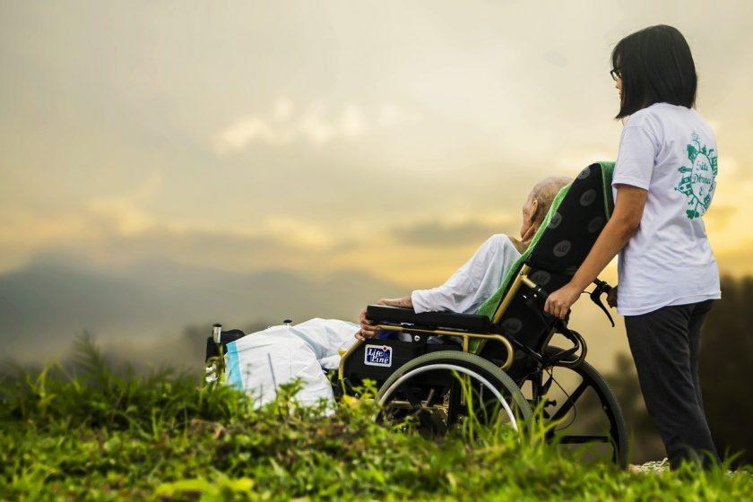 Schadenmeldung nach Jahren: Versicherer muss Pflegegeld trotzdem zahlen