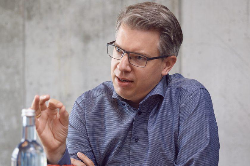 """Starinvestor Frank Thelen: """"Es erfordert nicht zwingend jahrelange Restrukturierungsprozesse, um das eigene Unternehmen zu digitalisieren"""""""
