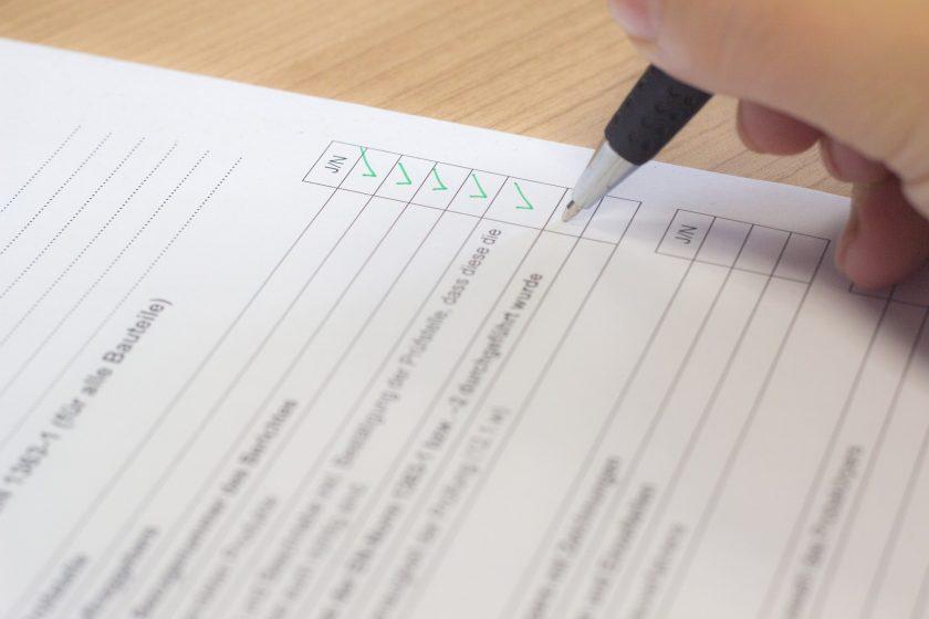 Der goldene Standard: Was bedeuten DIN-Normen für die Versicherer?