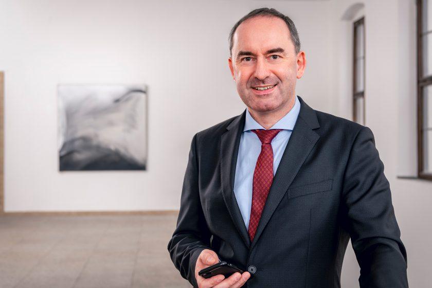 """Hubert Aiwanger: """"Die Betriebsschließungsversicherungen waren zugeschnitten auf einzelbetriebliche Schließungen"""""""