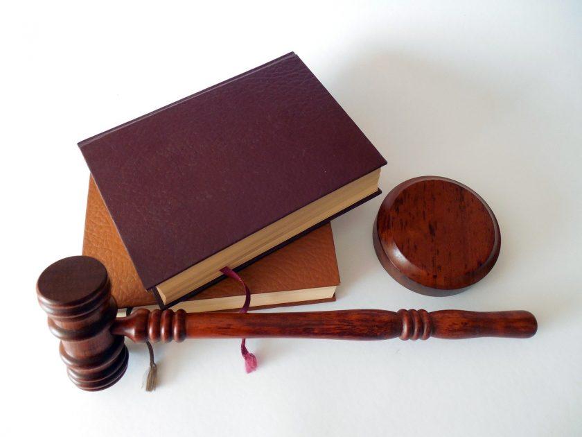 Versicherungsrecht: Ist eine Urteilsschelte durch den Richterbund zulässig?
